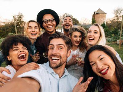 白人女性と交際には白人男性から白人女性を紹介してもらおう