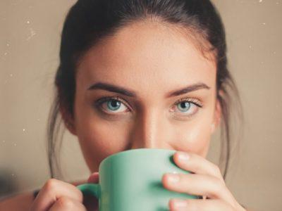 白人女性の目は、なぜ美しく魅力的なのか、日本人女性との違い