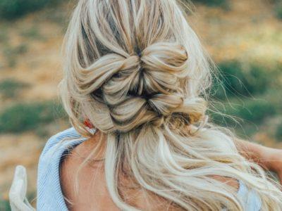 白人女性、外国人のヘアスタイル、ブロンドヘアと自信のある自己表現